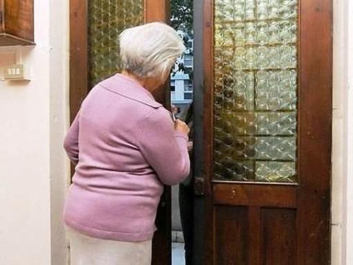 truffa agli anziani - foto d'archivio