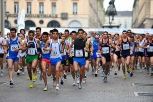 """Da Stupinigi a Venaria passando per Moncalieri e i nostri """"boulevard"""": torna la Maratona Reale a tappe"""
