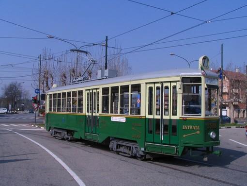 Torino, il tram di Cinecittà si ferma in Piazza Castello