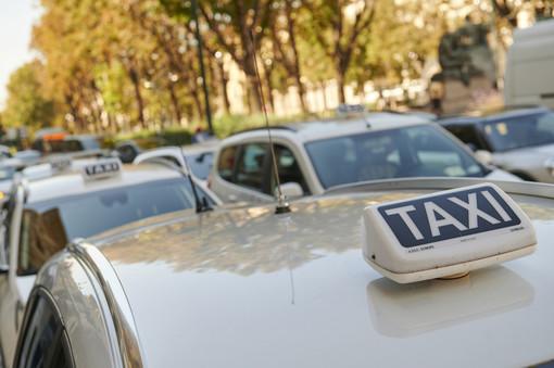 """I taxisti torinesi scrivono a Cirio: """"Posticipare le scadenze fiscali non basta, sono a rischio 1580 posti di lavoro"""""""