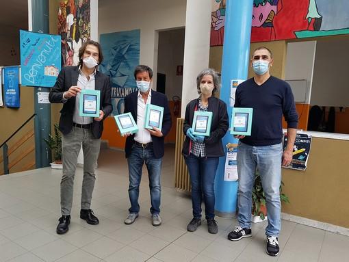 Coronavirus, 30 tablet donati al IV circolo scolastico di Nichelino