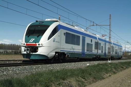 Disagi al traffico ferroviario: treno per Torino bloccato in stazione a Savona