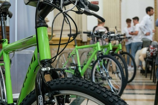 Dal 21 giugno il teatro alimentato da biciclette nei borghi di Cumiana