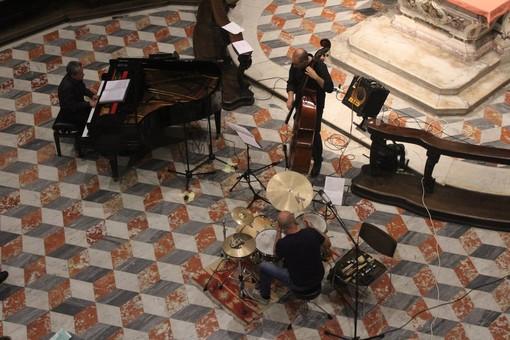 Domenica alla Cappella dei Mercanti un trio jazz per approdare su un'isola sicura