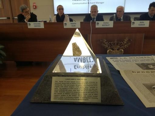 A Torino c'è un pezzo di Luna (nel vero senso della parola) per festeggiare i 50 anni di Apollo 11