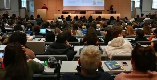 Costretta all'immobilità dalla nascita, la lezione di vita della 14enne agli studenti del Master dell'Università di Torino