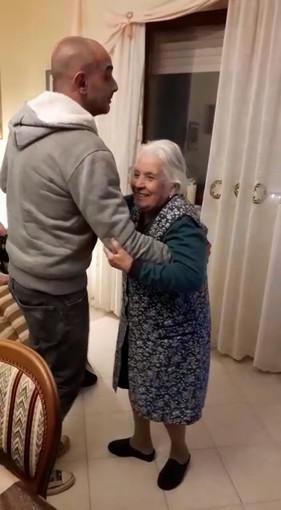 Nonna Maria, 104 anni, operata al femore al San Giovanni Bosco dopo una caduta mentre ballava in casa (VIDEO)