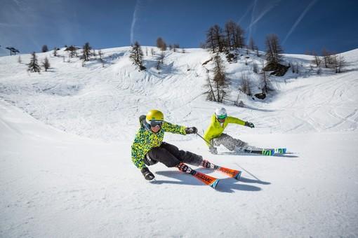 sciatori sulla neve