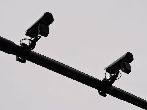 Il vento causa problemi ai nuovi Vista Red di Torino, lanterne da ritarare: per marzo l'accensione di 4 telecamere