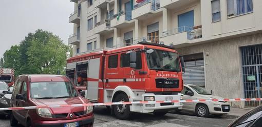Incendio in via Rondissone: mamma e figlia si gettano dal balcone per sfuggire alle fiamme, sono gravi [VIDEO]