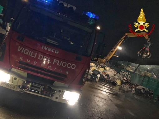 Incendio a Collegno in una ditta di stoccaggio e smaltimento rifiuti