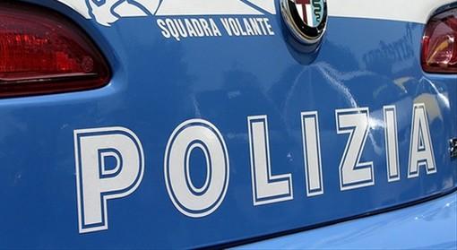 Torino, molesta gli avventori di un bar: arrestato
