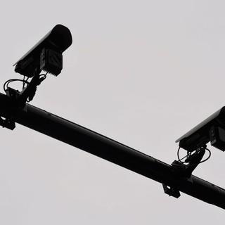 """Entro inizio febbraio a Torino 4 nuove telecamere che multano chi """"brucia"""" il rosso"""