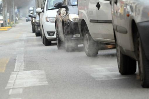 Smog, oggi scatta il semaforo rosso: stop alla circolazione per i diesel Euro 5 in 12 comuni del torinese