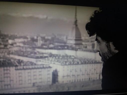 Francesco Renga canta il suo amore a Torino: ecco il video per Sanremo 2019