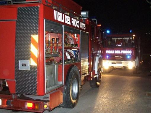 Alloggio in fiamme in via Buenos Aires: due intossicati e una famiglia sfollata. Evacuata l'intera palazzina