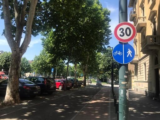 """A Torino 400 nuovi parcheggi per bici e mono in sharing, il Comune: """"Estenderemo il limite dei 30 Km/h"""""""